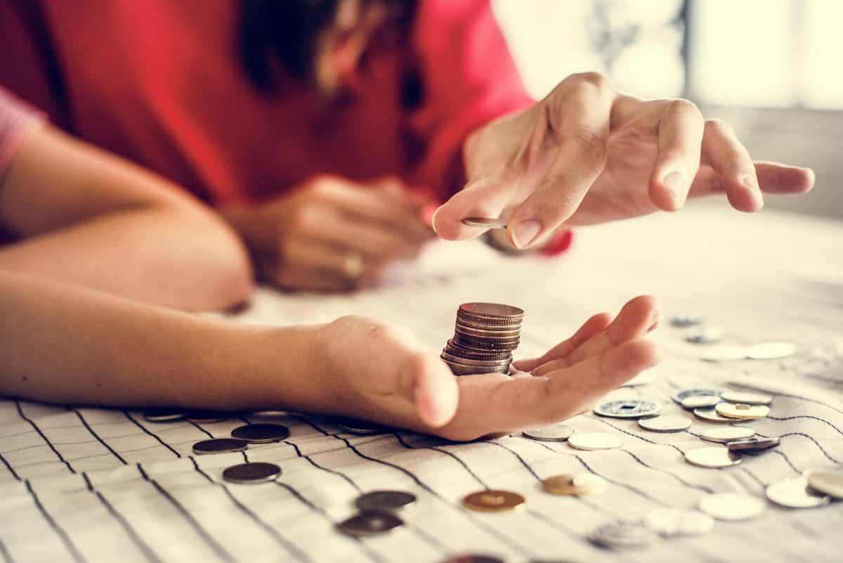 giftin money to children